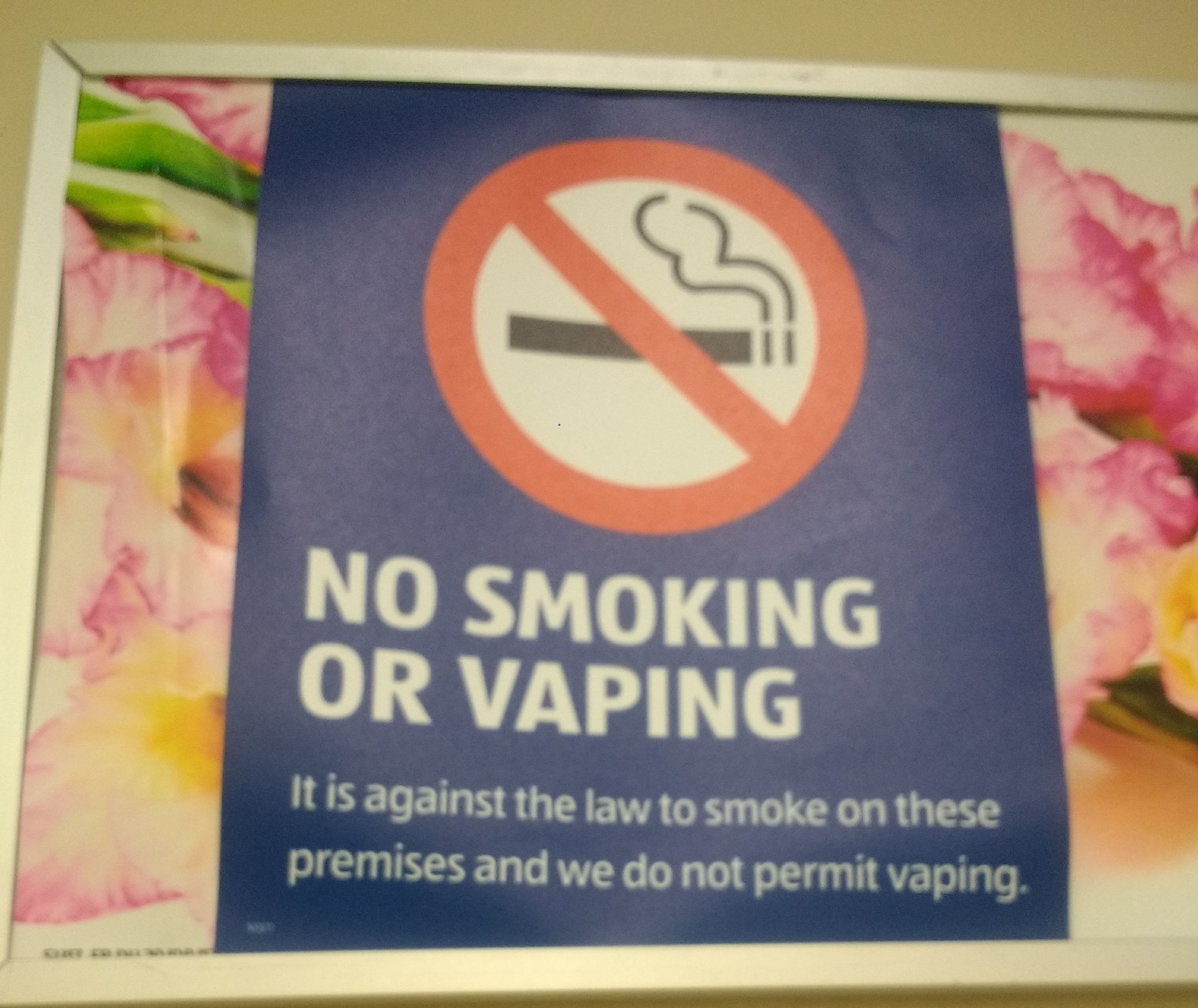 Aldi no smoking no vaping sign